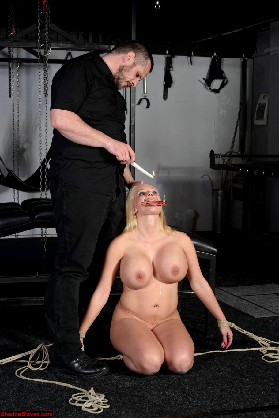 Mummified slave tortured and smothered by salome sin