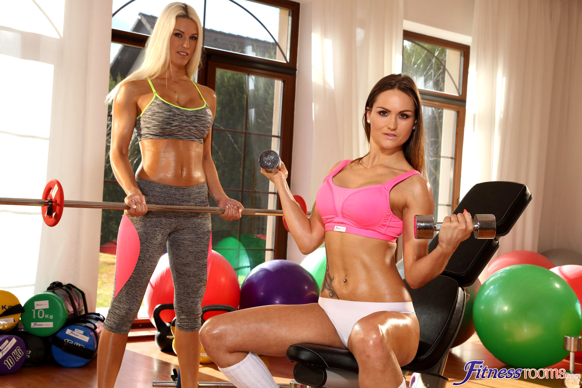 Fitnessrooms two lesbian gym partners workout and then make out 2