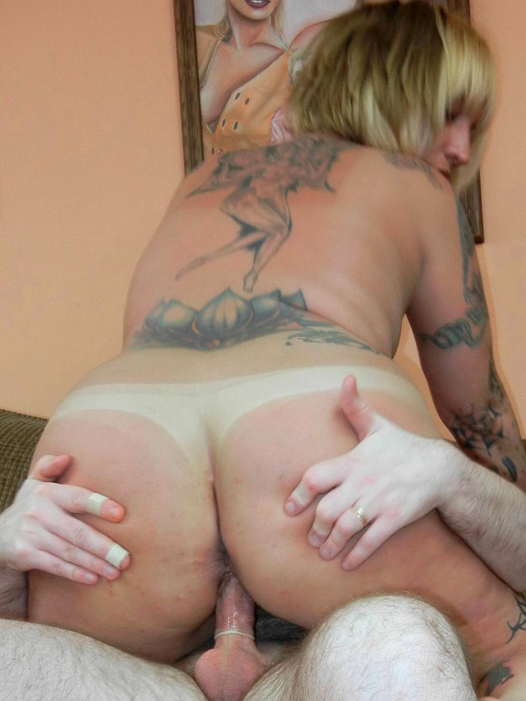 Tattooed anal loving hottie