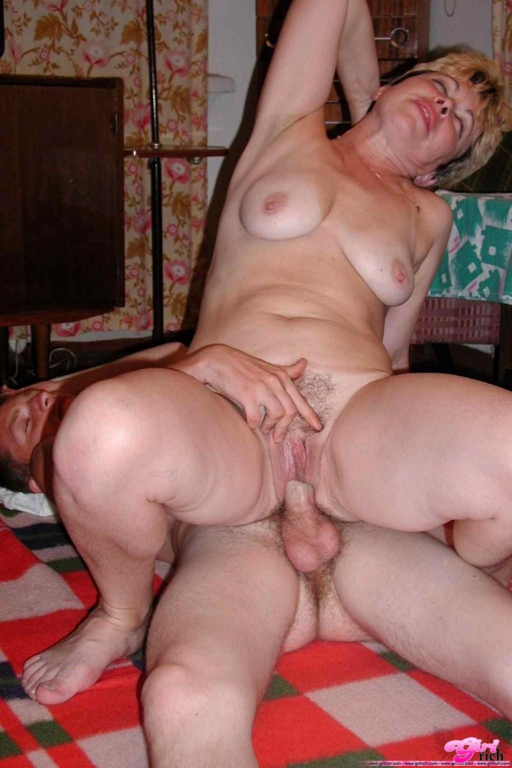 Порно фото зрелых пышных женщин с молодыми