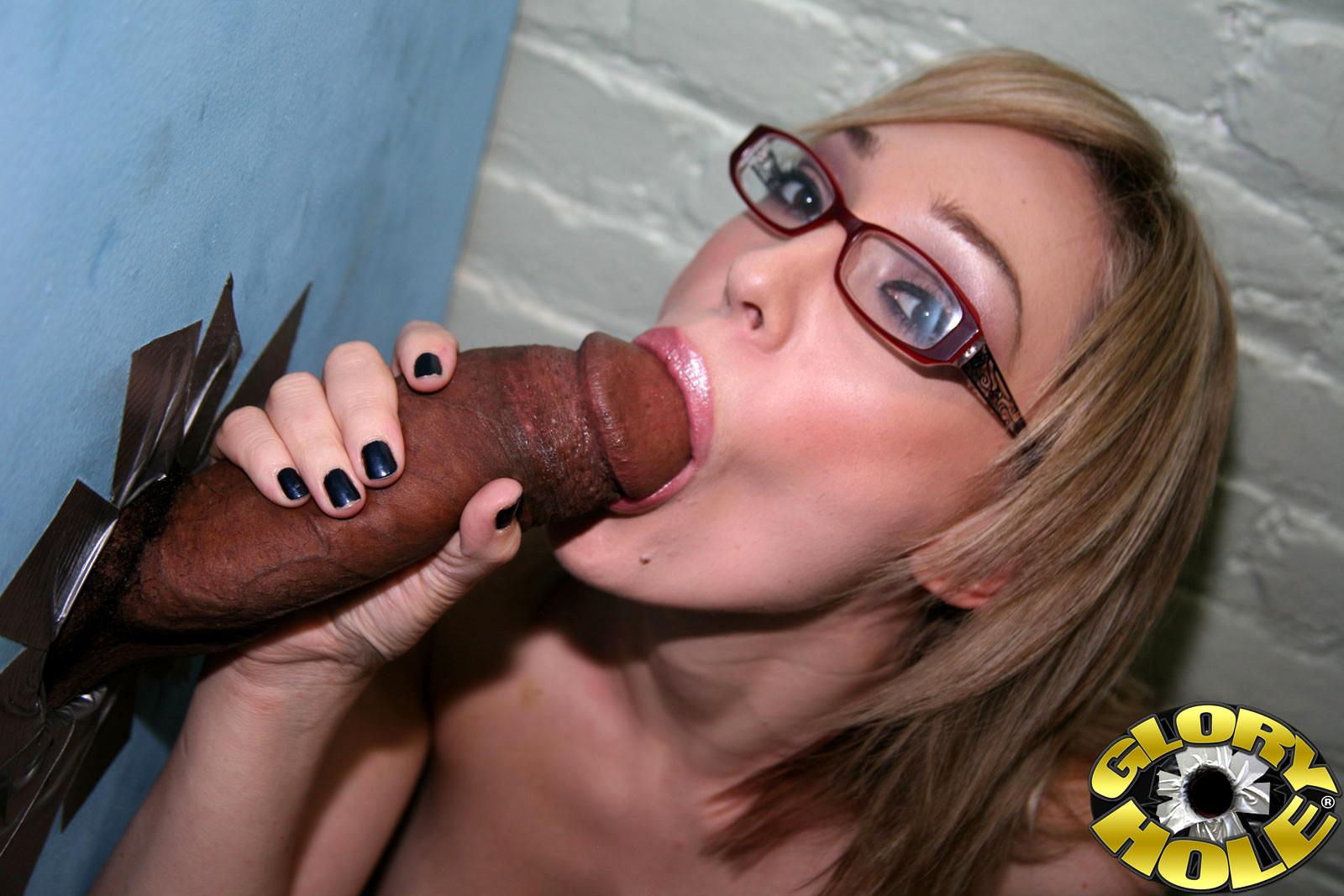 Порно через дырку много членов отсасывает один за другим, сами лучше порнуха на фото