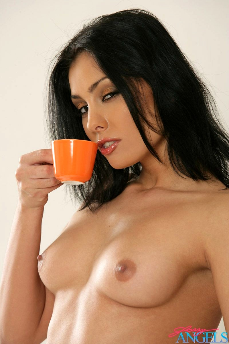Naked babe drinking coffee — pic 14
