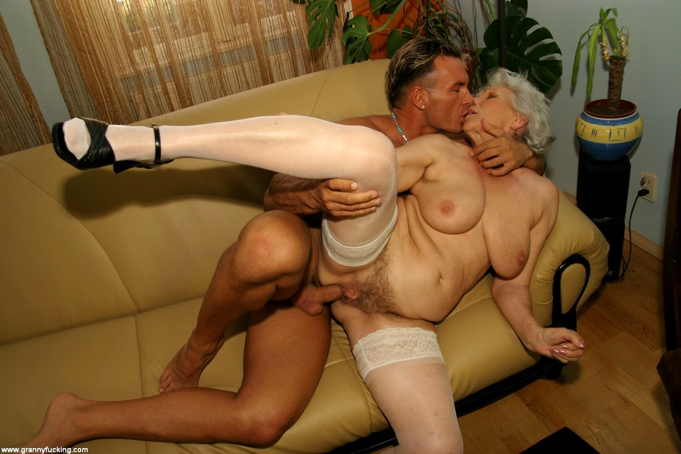 порно старушки даром - 2