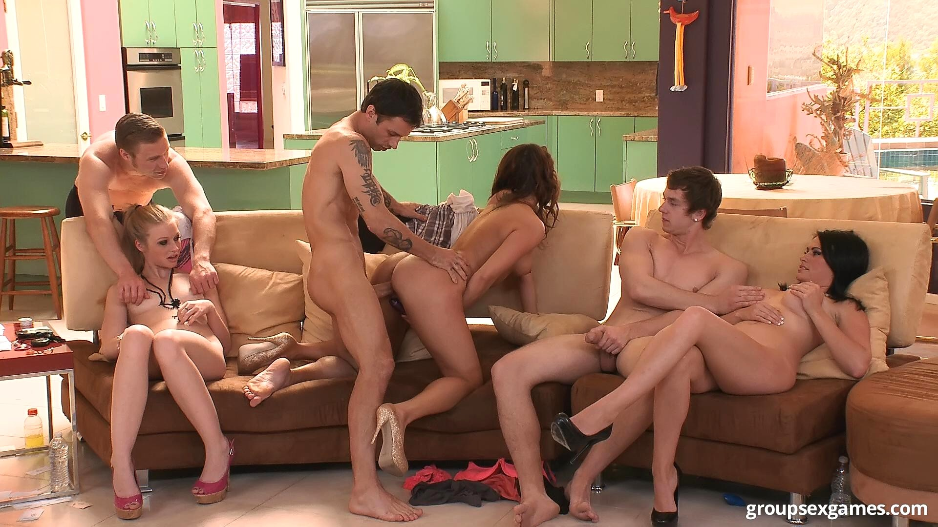 сексуальные игры в кругу друзей - 4