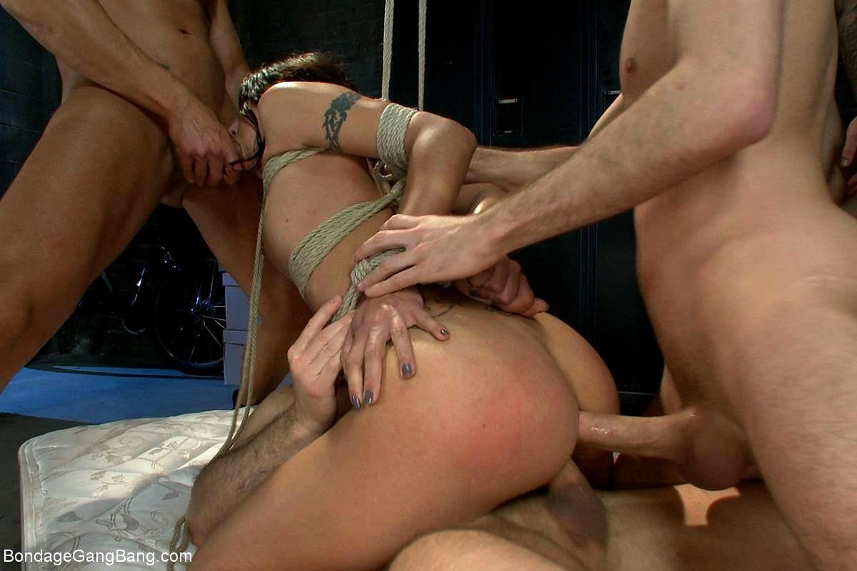 Групповое жесткое порно со связыванием