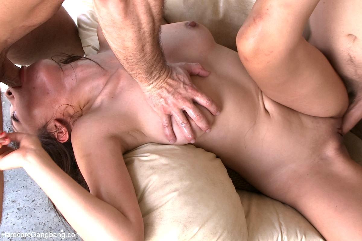 Видео секс трах мощного кончает внутрь киски