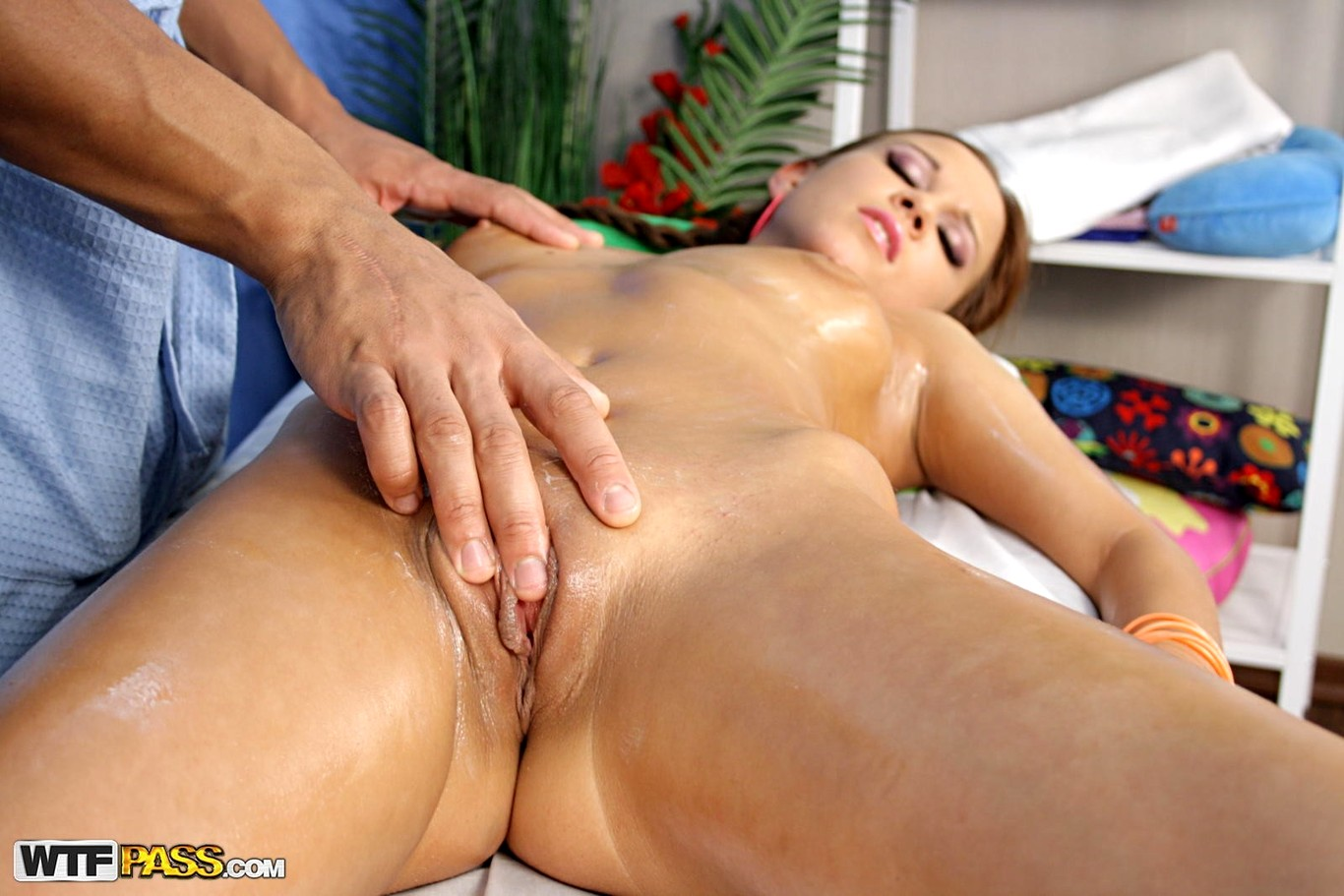 Naked girls tube massage sex video model