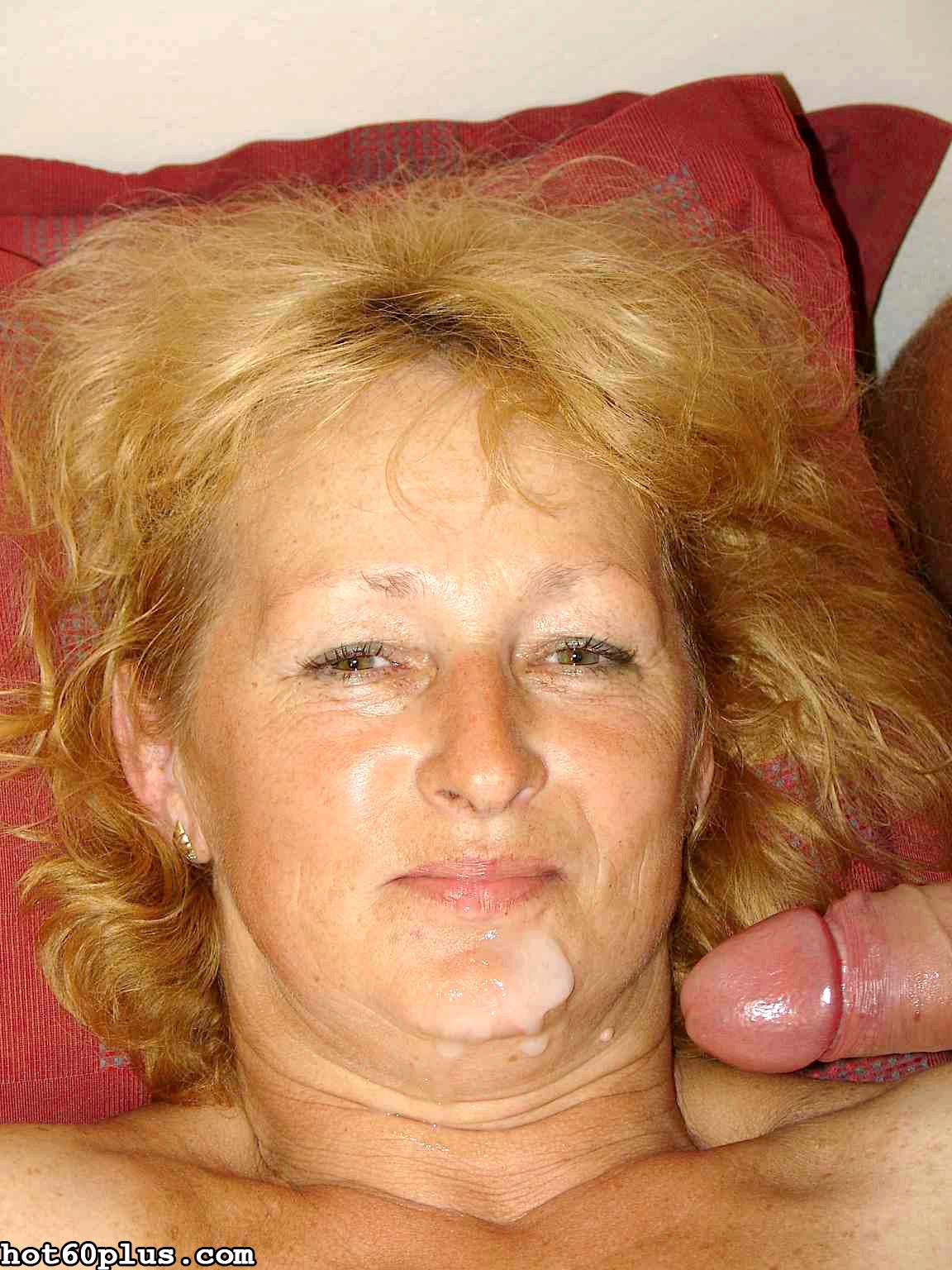 Фото старушки любят сперму, несколько девушек и один парень