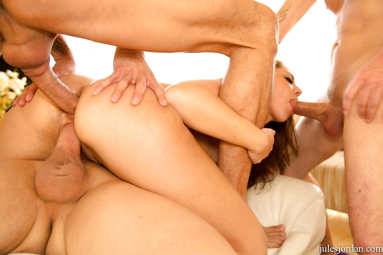 Парень ебет троих девушек — pic 8