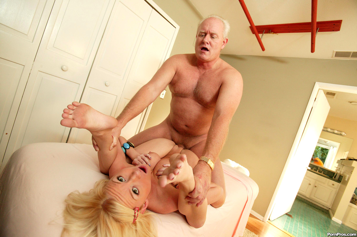 dirty-xxx-sex-in-large-old-man-gallery