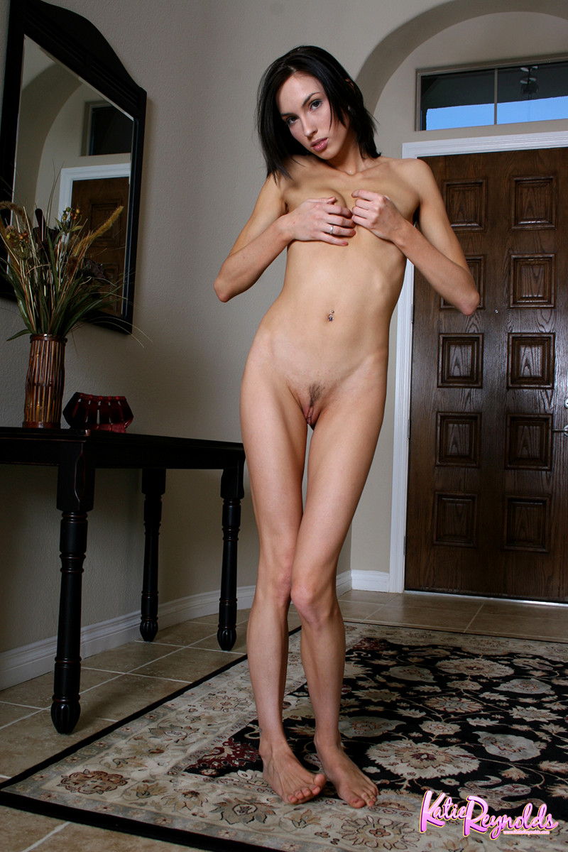 tall-thin-and-nude-women-hpv-eating-pussy