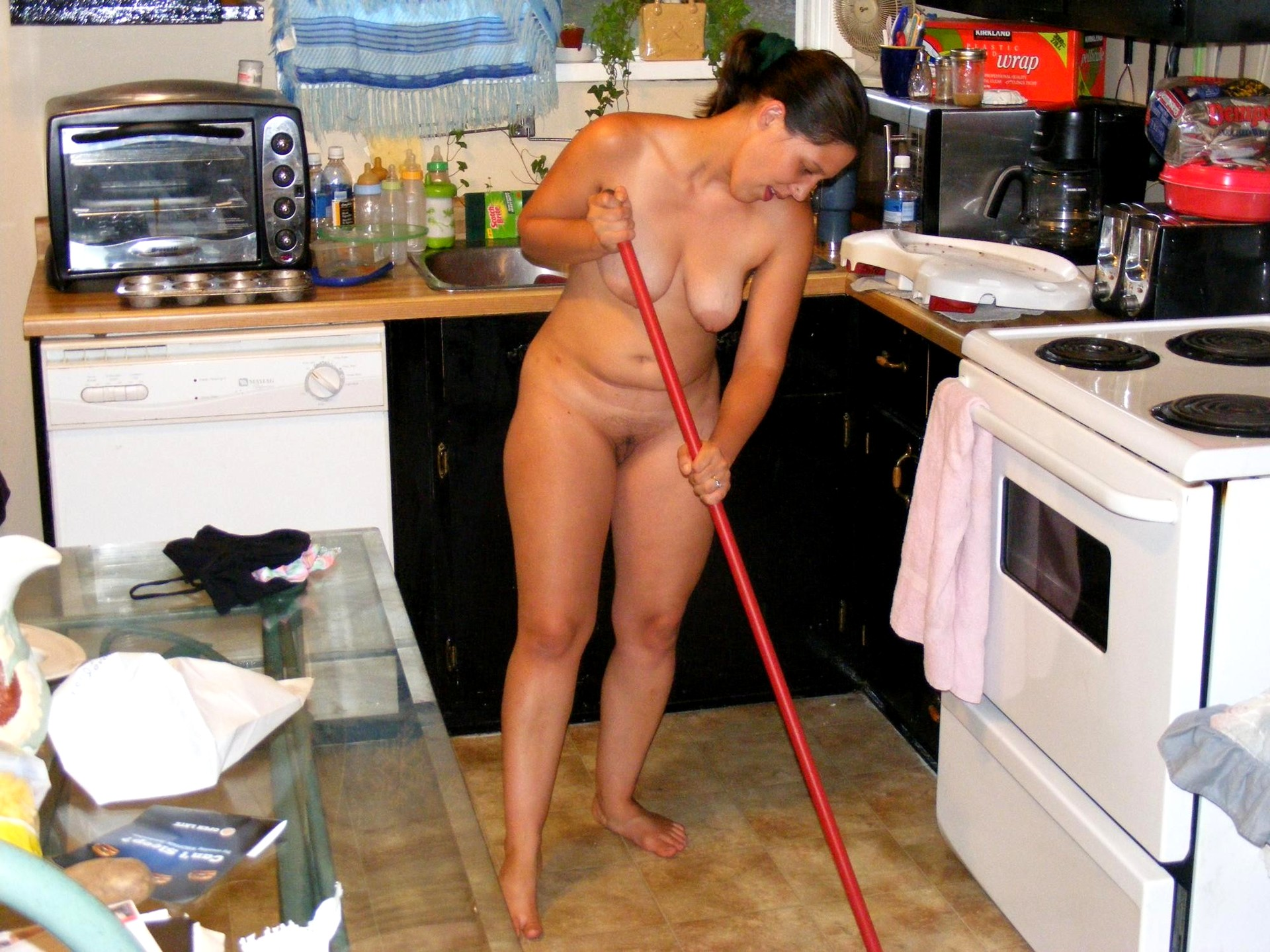 Nude woman doing house work — 4