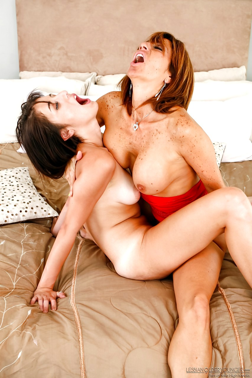 Sexy Lesbian Milf Porn