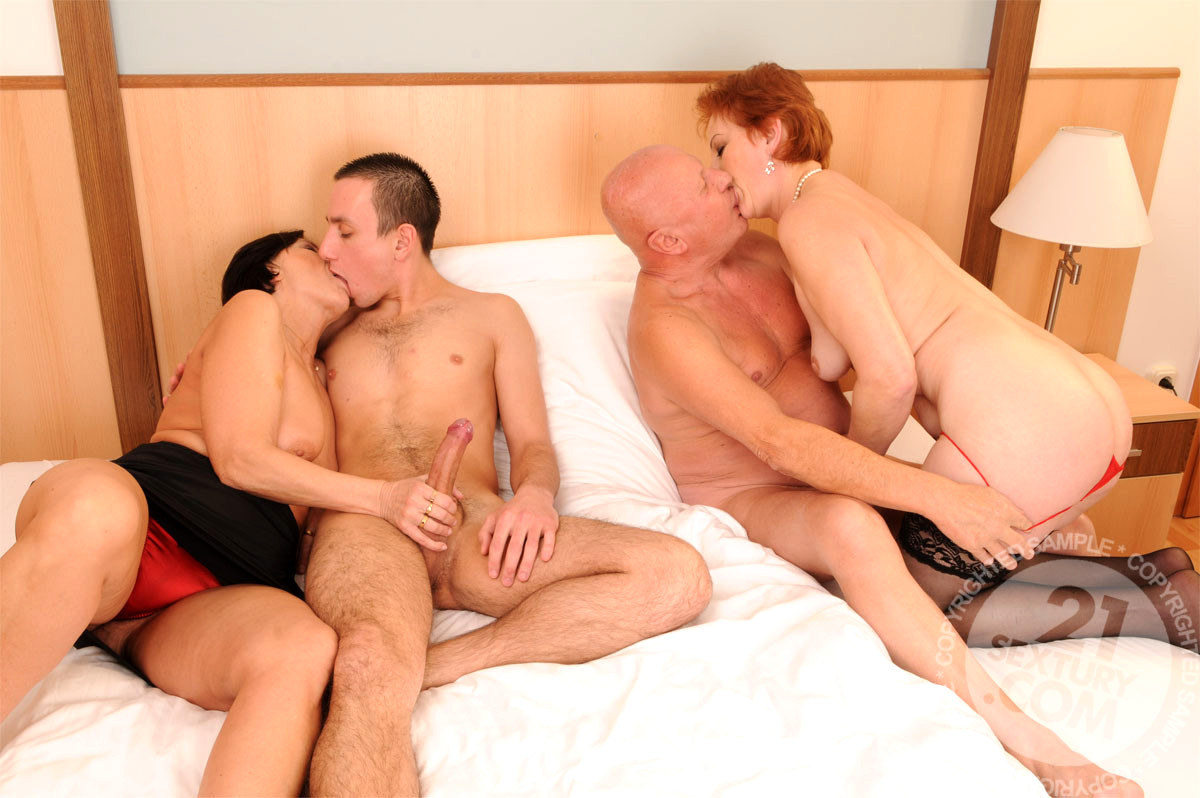 pics-extreme-older-couple-younger-couple-group-sex-babes-lesbian