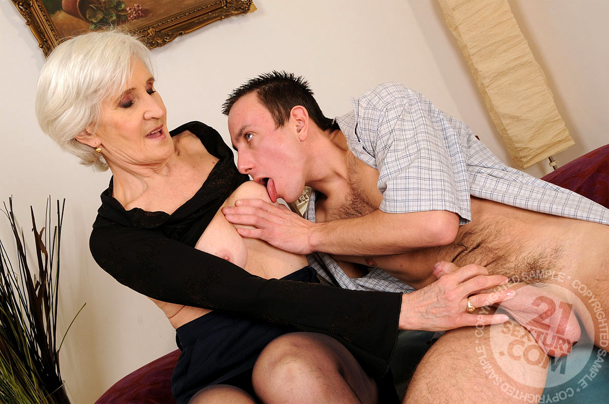 Mature lady giving sex to boy