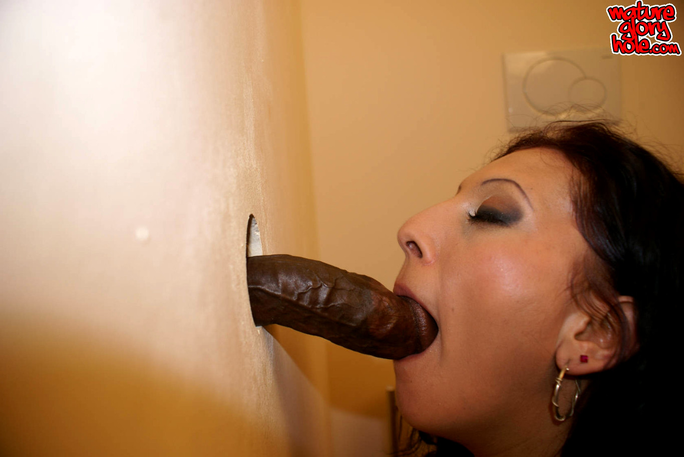Gloryhole moms vid free, hot nude masturbating latinas