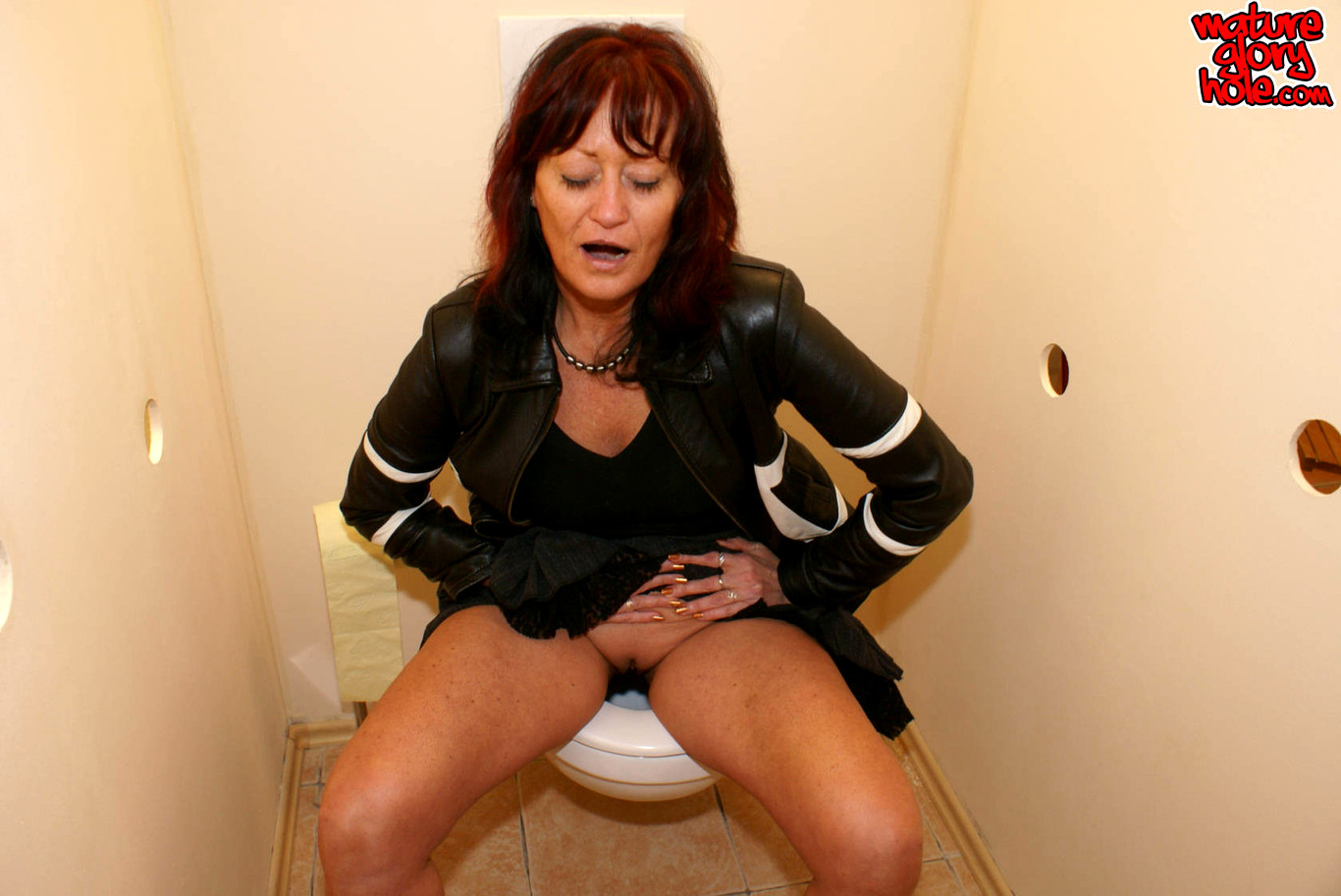 Mature ladies at gloryholes, free cunt and ass
