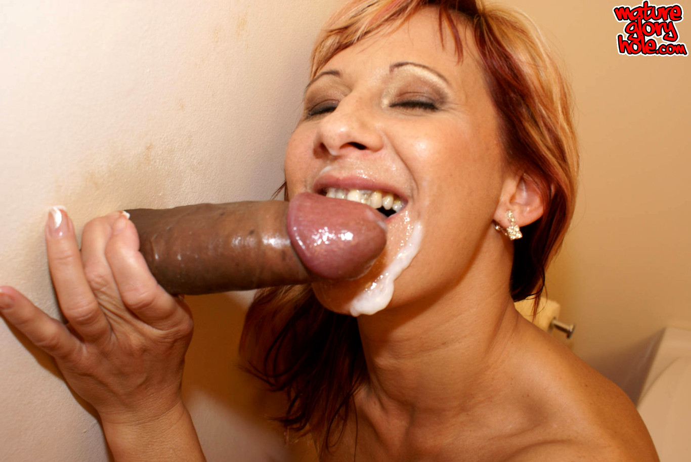 mature-glory-hole-cock-sucking