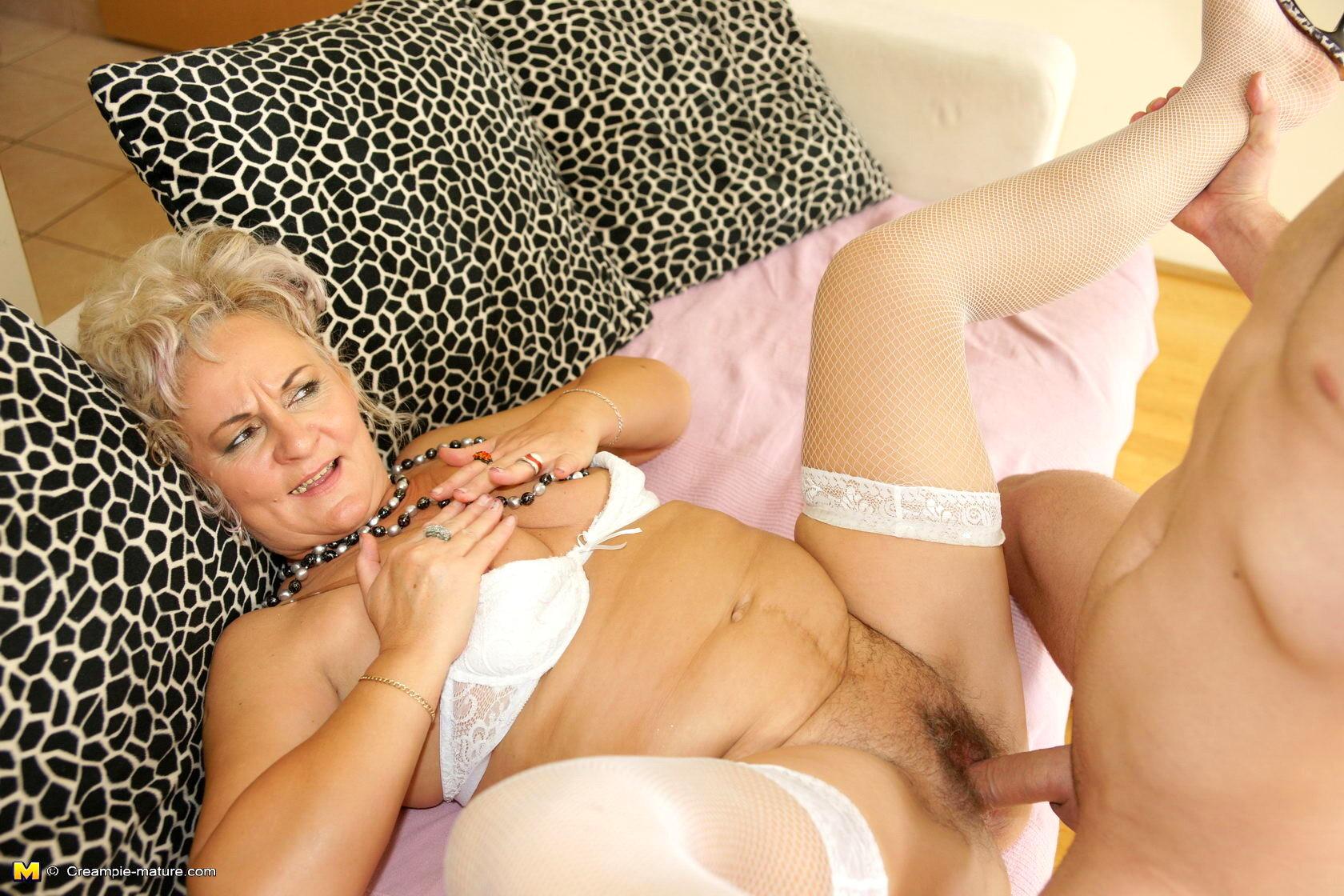 Взрослые молодые секс с красивыми старыми женщинами смотреть вызову дешевая