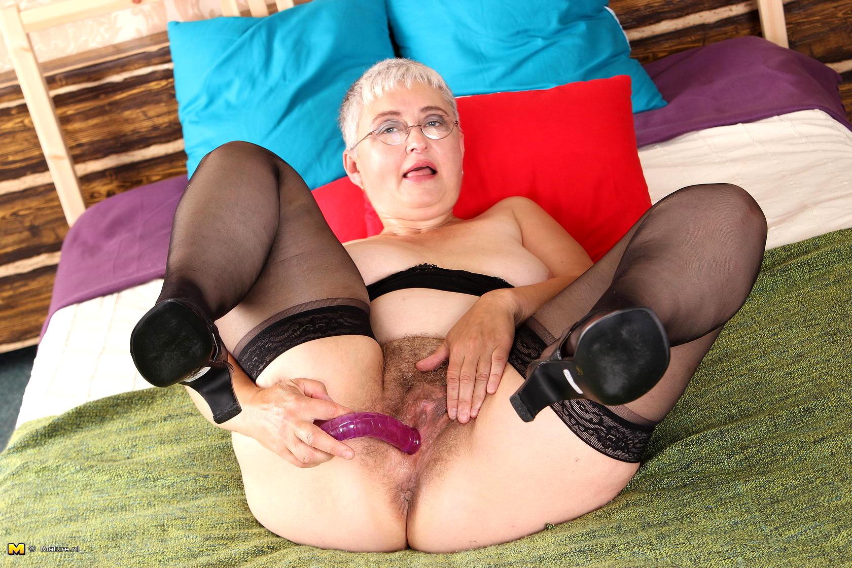 Free granny dildo porn pics