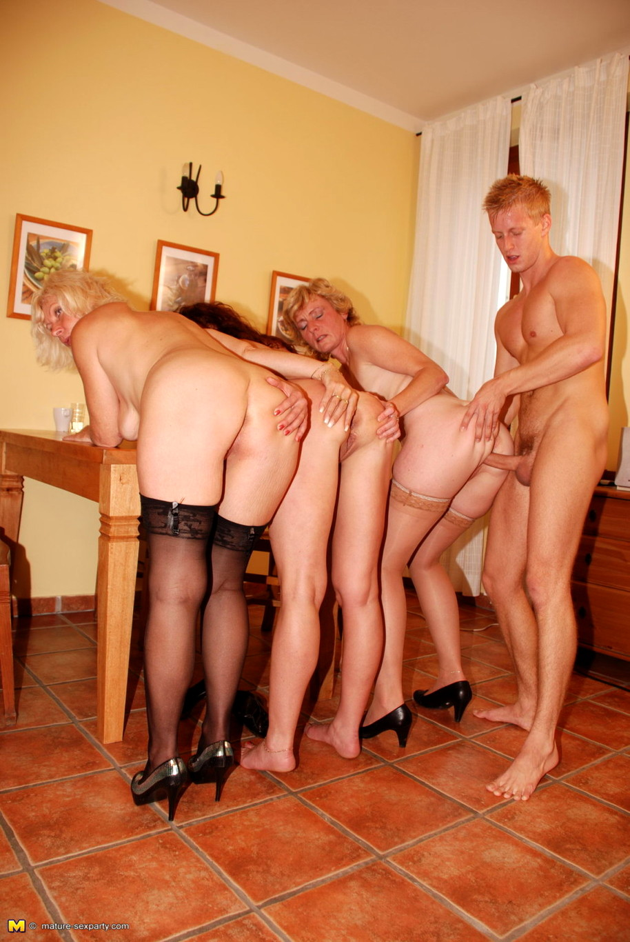 Групповой секс зрелые проститутки перми готовые с молодыми фото огромные