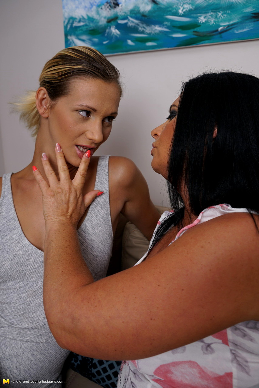 Free pic series young lesbians — pic 12