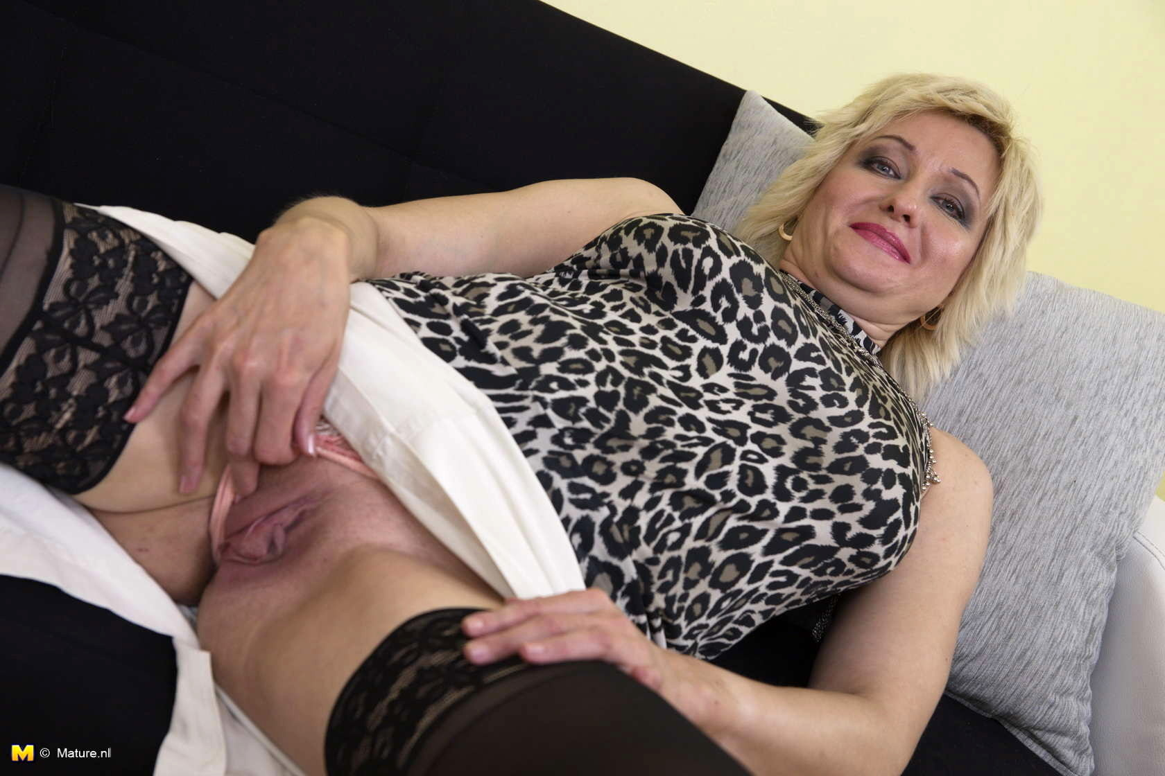women-mature-woman-playing-with-herself-douglas-nudes-rob