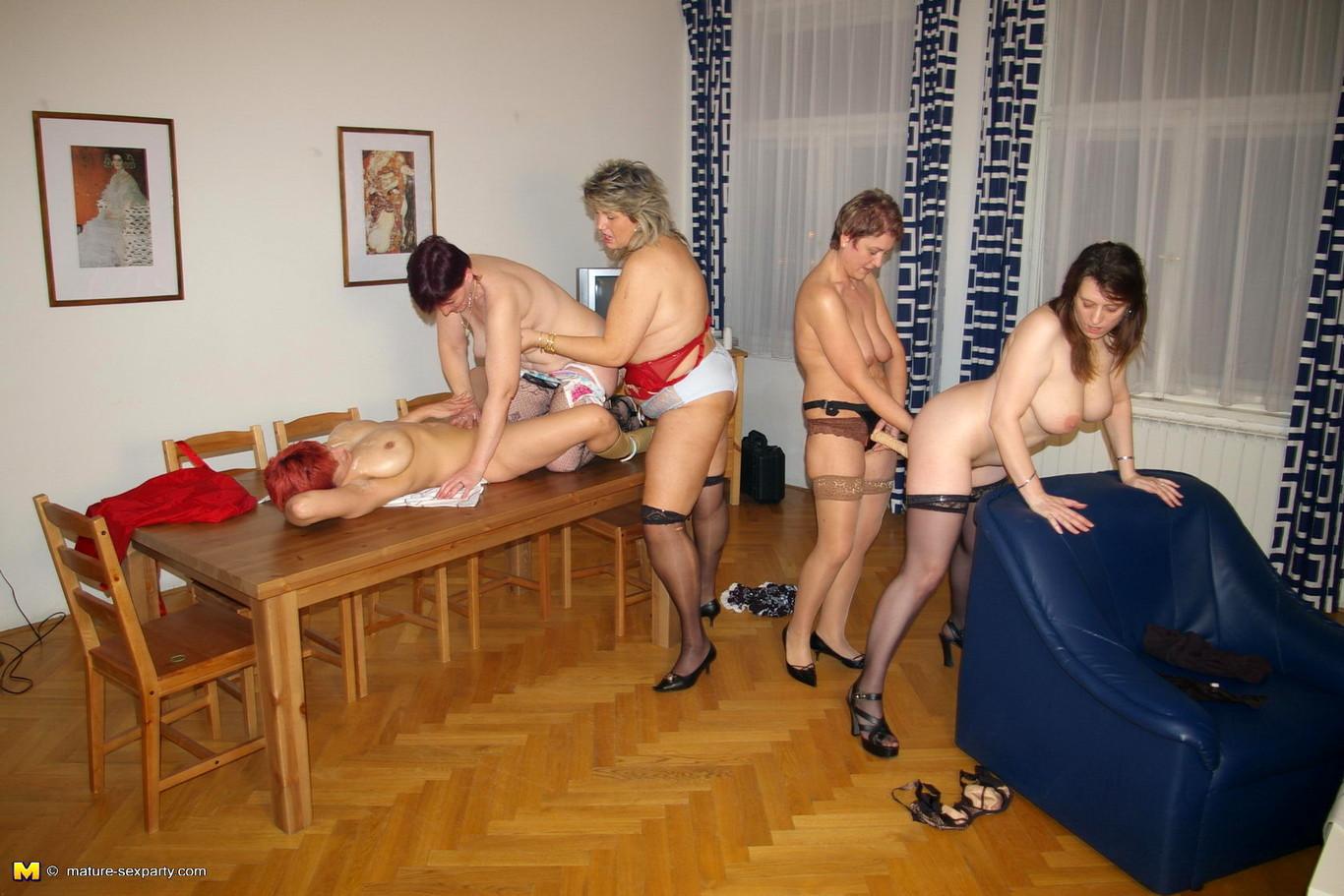 seksualnie-zrelie-zhenshini-razvlekayutsya-doma-foto-filmi-istoricheskie-fantastika-spisok-s-uklonom-porno