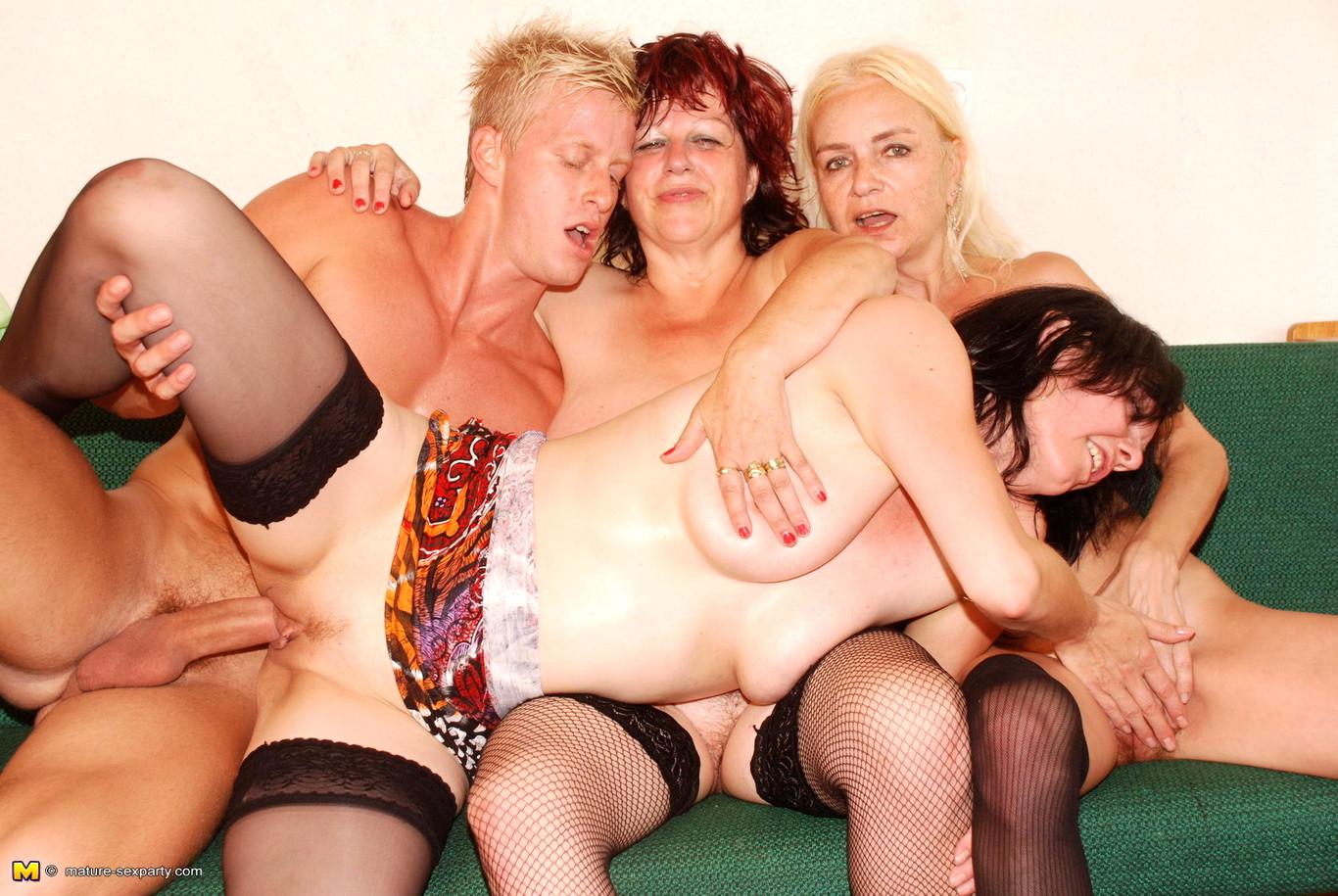групповое порно старух