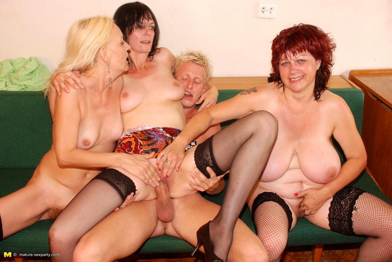 Фото двух мамаши порно, Милфы фото секса с мамочками и зрелками 23 фотография