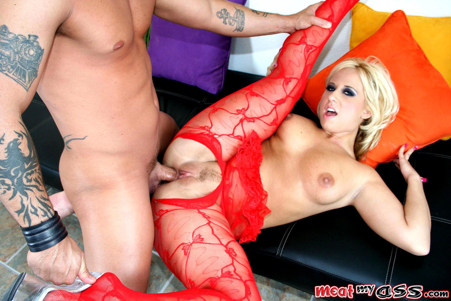 женщина в красном порно фото - 7
