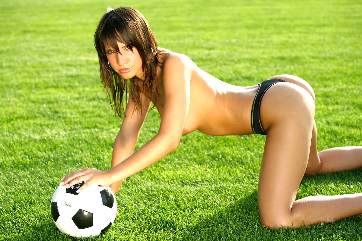 Naked girl play football, punish wife collar slavesex