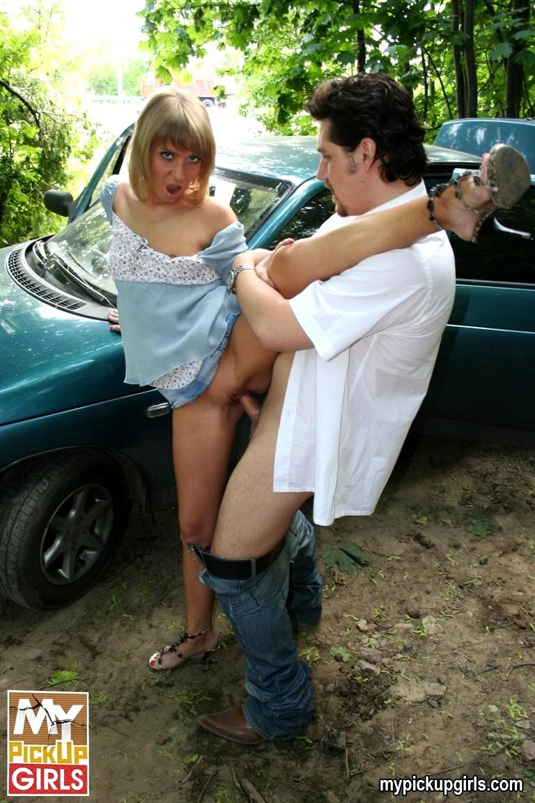 seks-russkih-bab-sem-na-ulitse