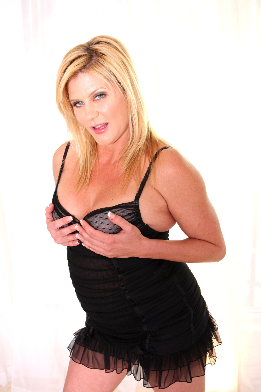 Classic busty blondes porn pics & move