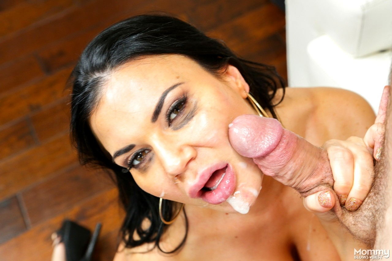 Jasmine lip sex