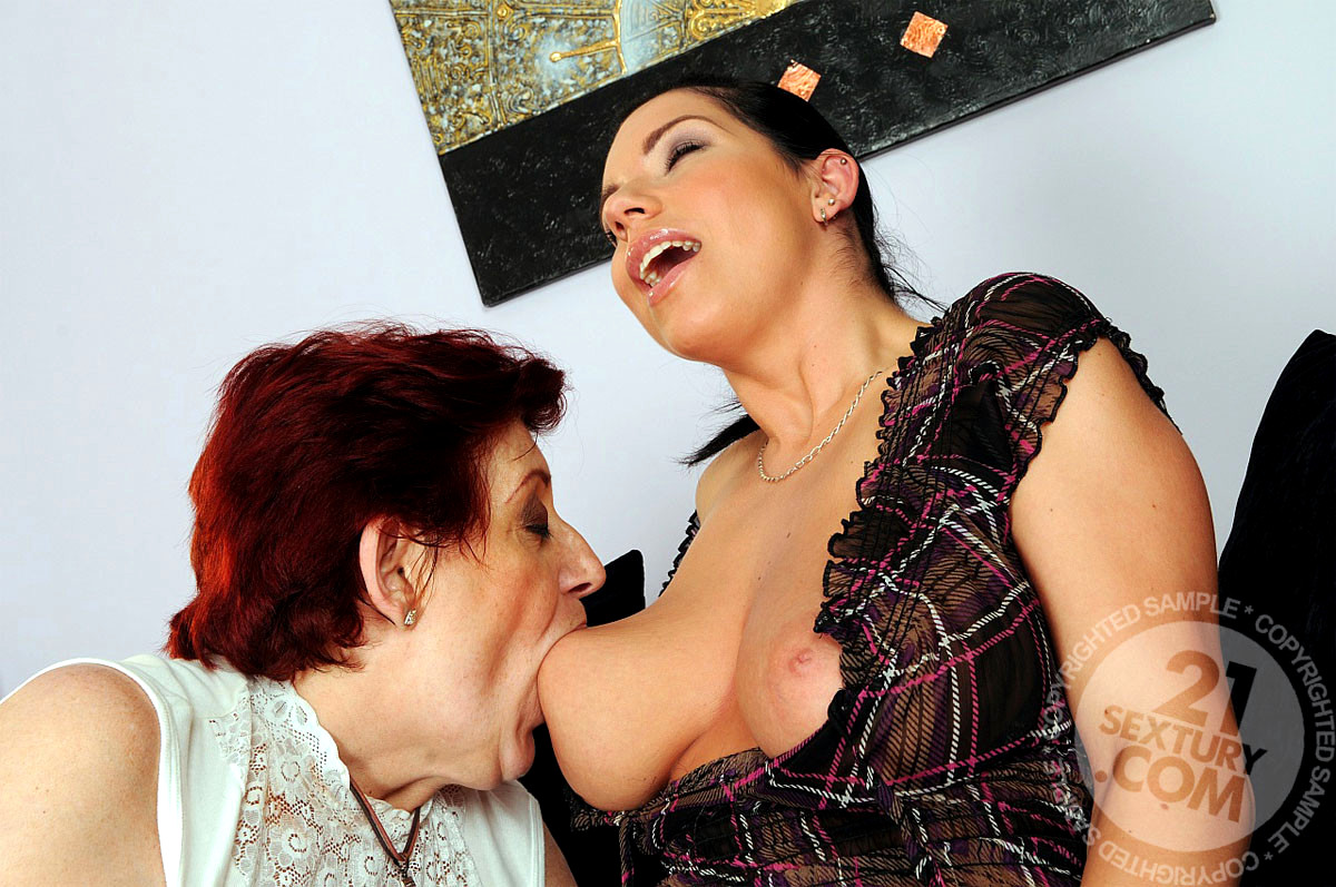 Lesbian milfs big boobs