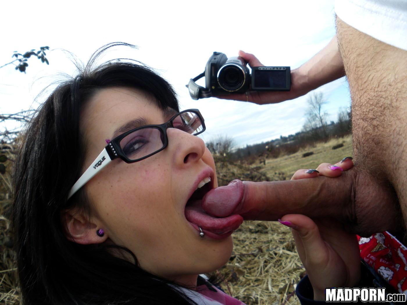 Amatur outdoor sex video blowjob — photo 4