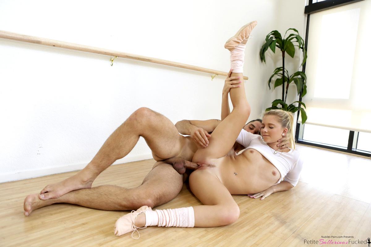 Трахает танцовщицу порно онлайн 11