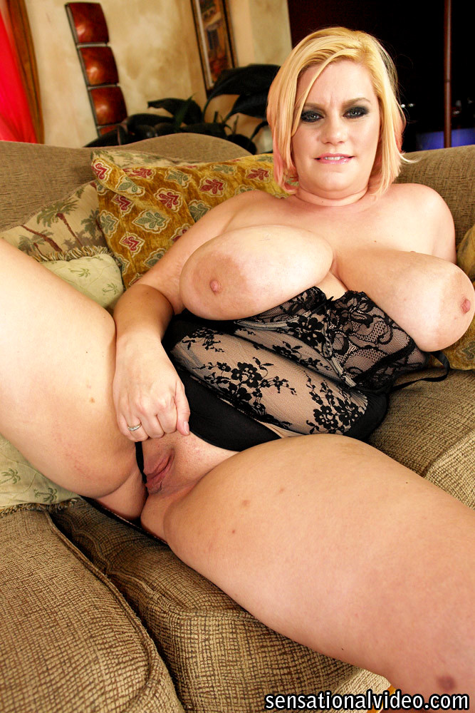 hot-naked-blonde-plumper-video