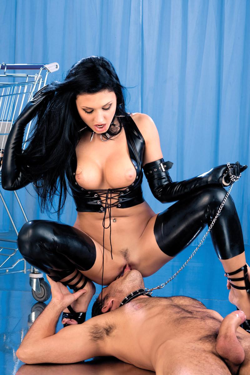 Порно ролики госпожа брюнетка, известные женщины любящие анальный секс