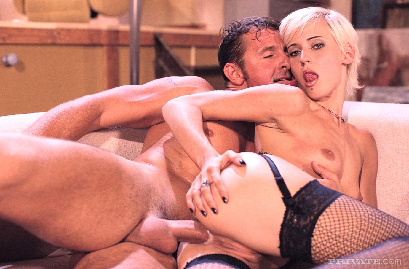 videochatah-porno-roliki-s-molodoy-vdovoy-seks
