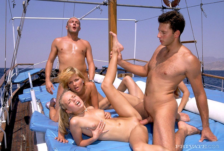 групповой секс в море - 2
