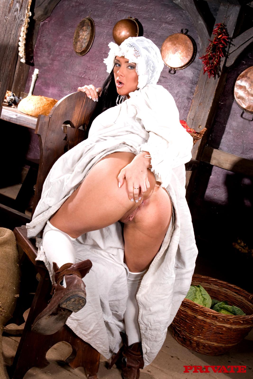 барин трахает крепостных жирных баб в бане ситуация обычными