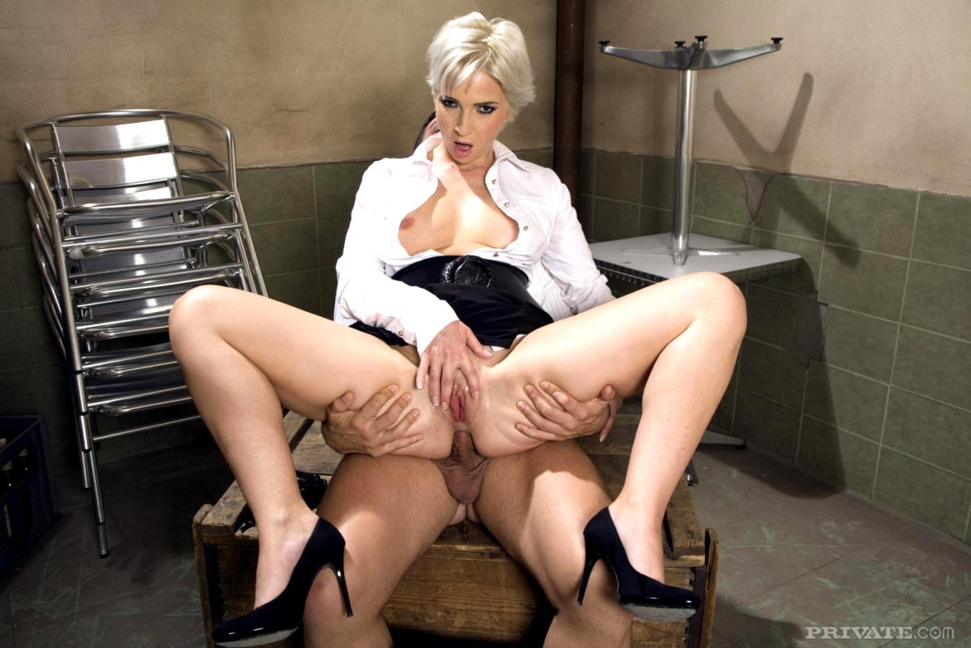 Секс в мини юбке медсестра, Порно в юбке - Секс в юбке с молодыми и сексуальными 26 фотография