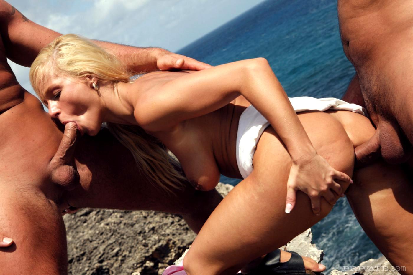 Порно на пляже в днепре, русское порно соседка подглядывала за соседом в бане