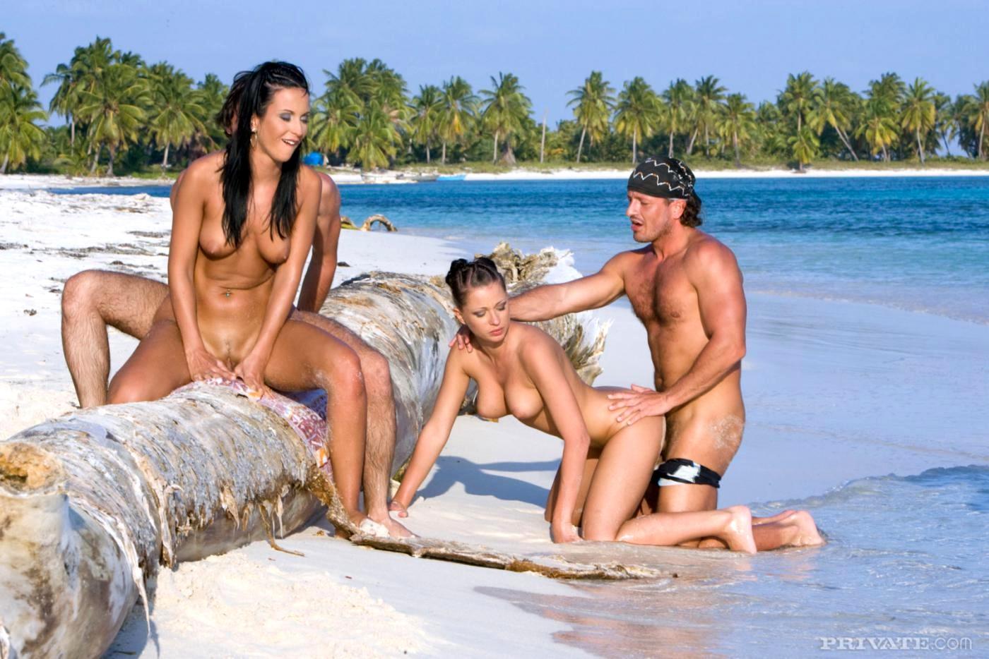 Секс на безлюдном острове, мужики едят сперму смотреть онлайн