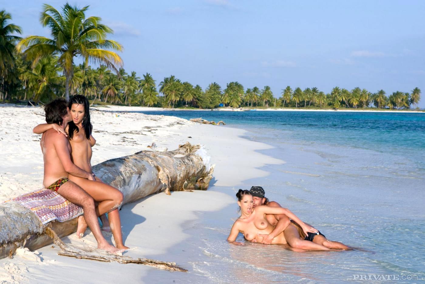 Секс на острове с двумя