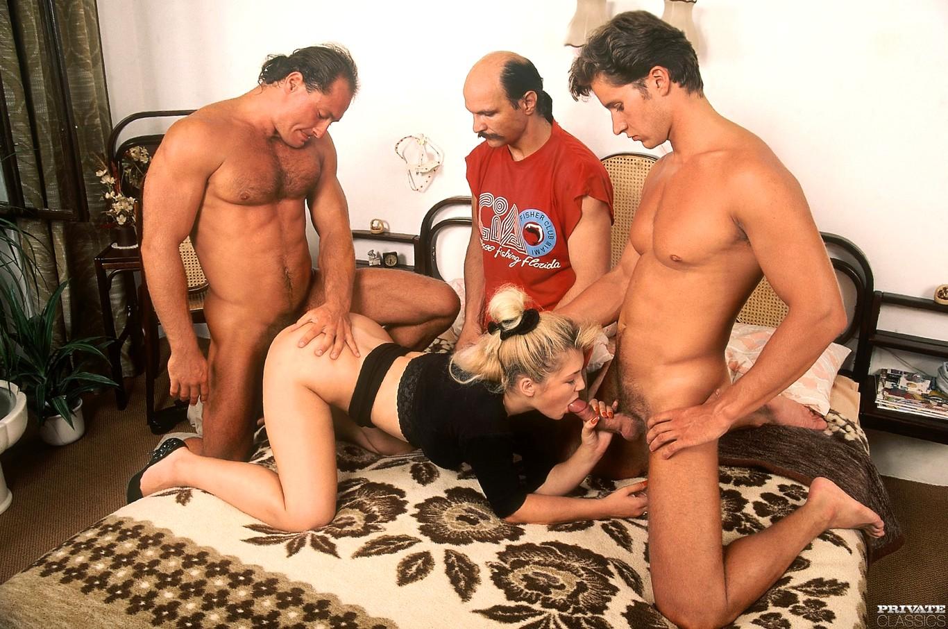 Две жены два мужа снимает порно