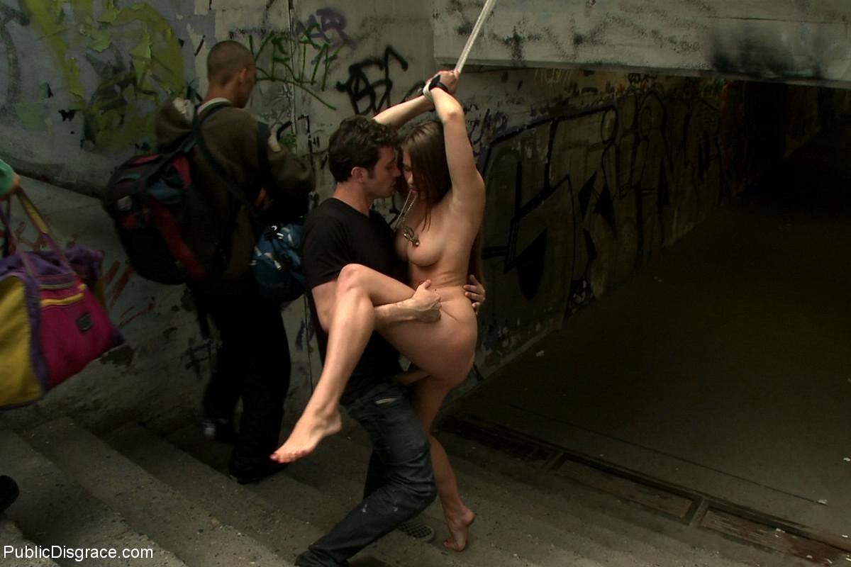 Порно прилюдно наказали