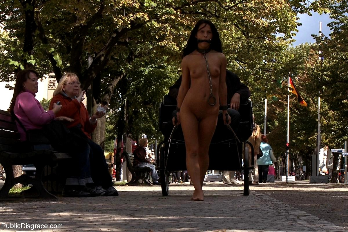 nude-women-public-disgrace